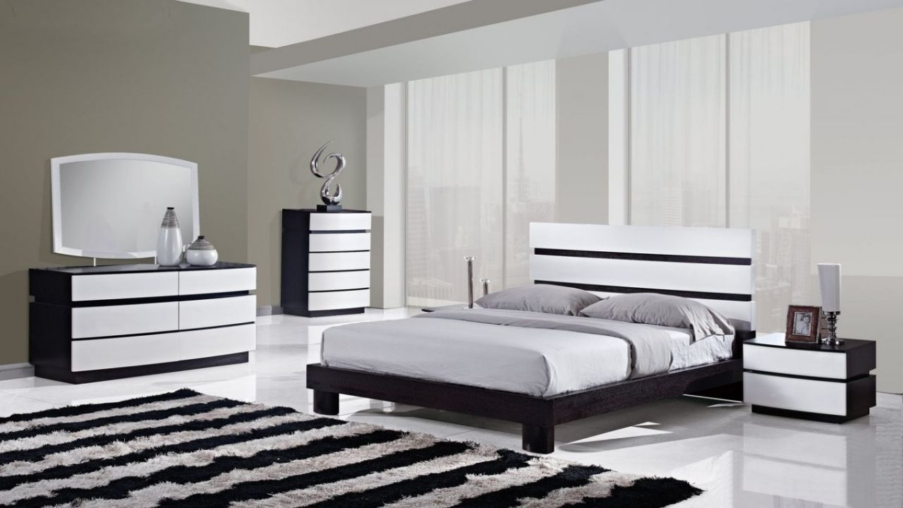 Dark Wood Bedroom Furniture Sets Black And White Bedrooms With Color Accents Black And White