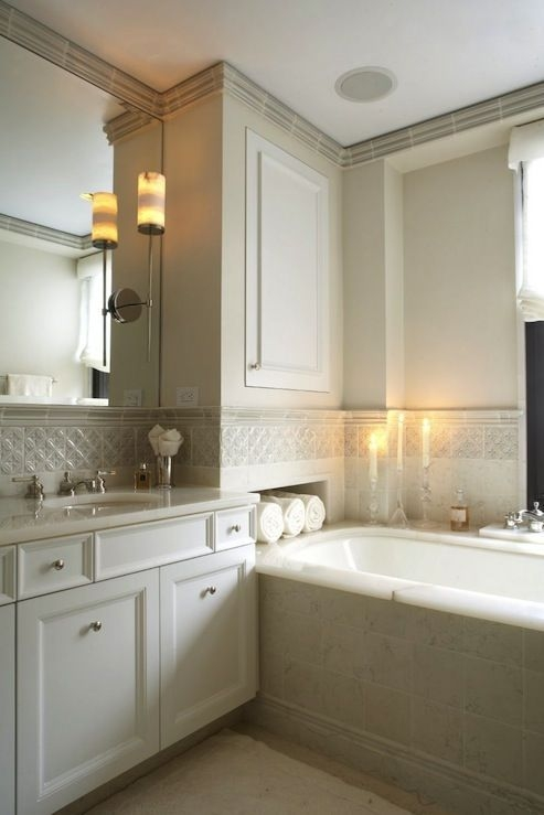 I'M In Love With This Bathroom Love The Niche With Towels Trim Tile Crown Molding Sconce