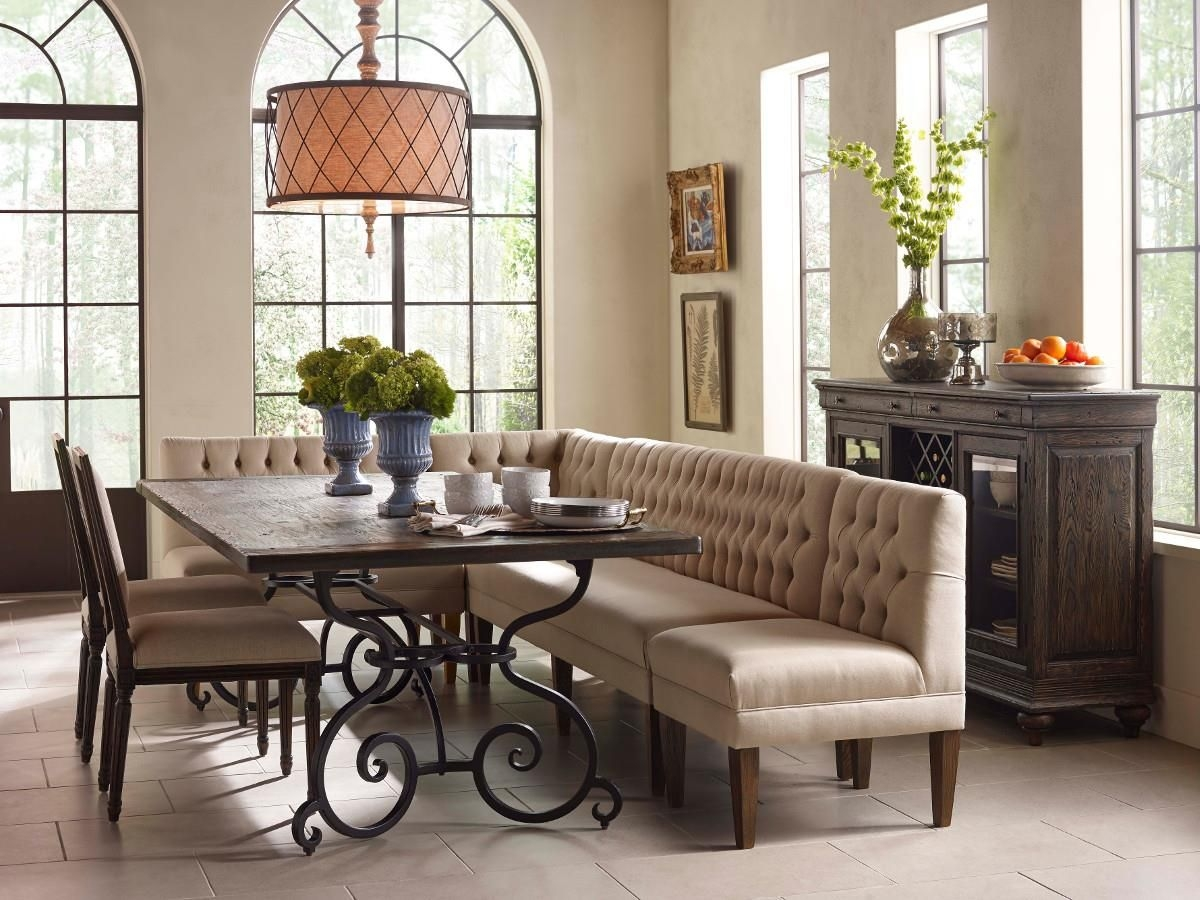 Interior Makes Great Use Of Corner Spaces With Corner Banquette Seating — Michellelynnmusic