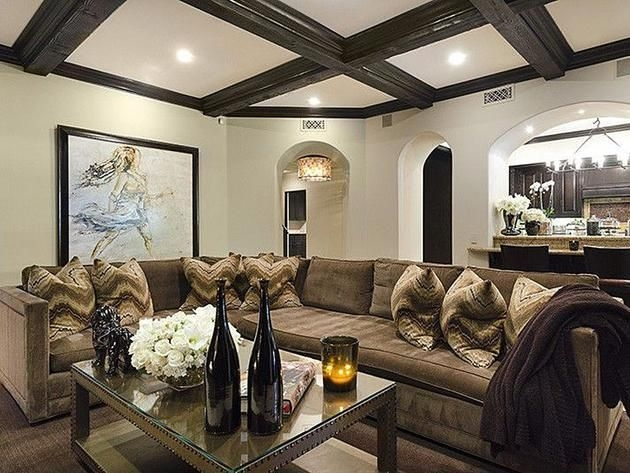 Khloe Kardashian And Lamar Odom'S Tarzana Home  Kardashian Home Home Home Decor