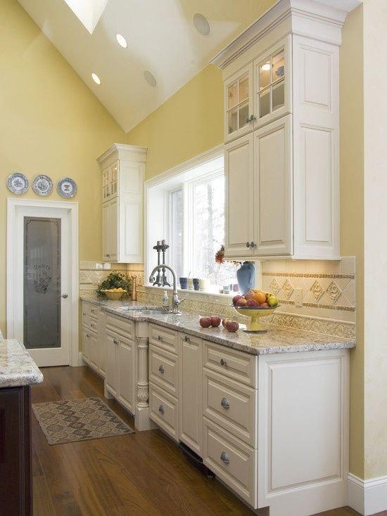 Kitchen Design  Pairing Yellow Walls With Marble Countertops And Hardwood Flooring  집 꾸미기 인테리어 집